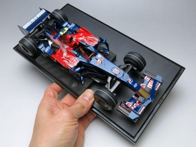 Toro Rosso STR3の最終仕上げ