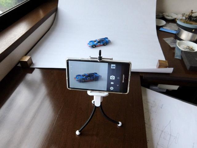 スマホと100円グッズと自然光でモデルカーの写真を撮る方法