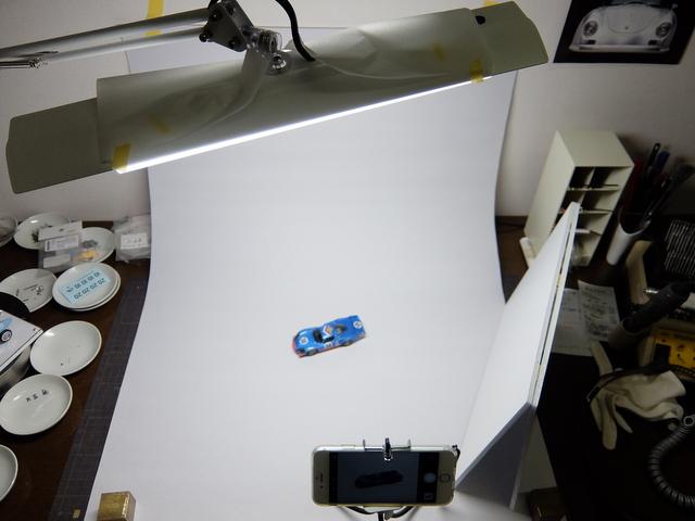 スマホと100円グッズとLEDでモデルカーの写真を撮る方法