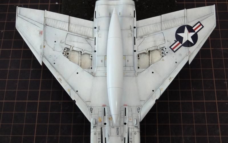 アカデミーのファントム製作記14-機体下面のウェザリング