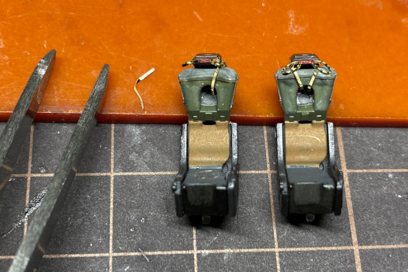 ファインモールドのF-4EJ改の製作記-4 シートベルト