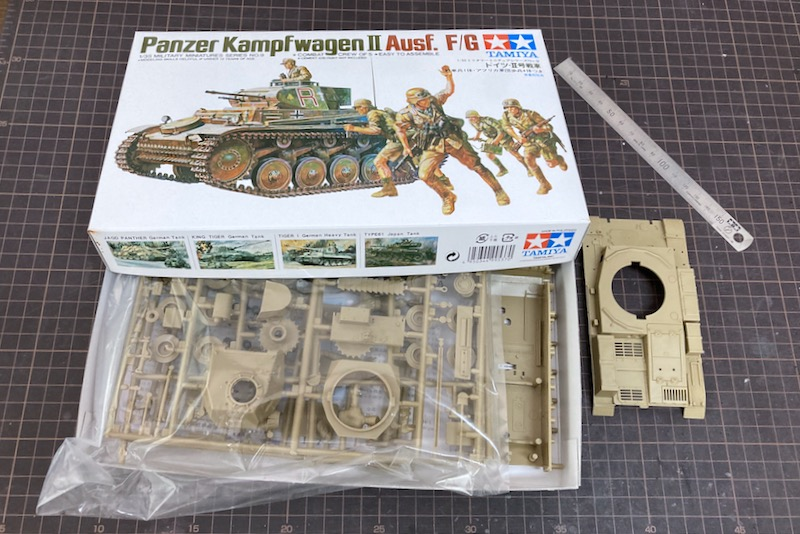 レトロなII号戦車F型 – 足回りとマフラーをアップデート