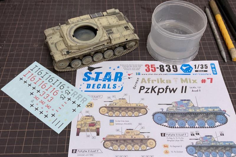 レトロなII号戦車製作記 – デカール貼り